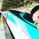 今日から東京出張です!駅で自撮りをトライするも。。
